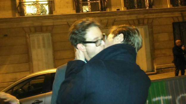 KissInSarkozy3